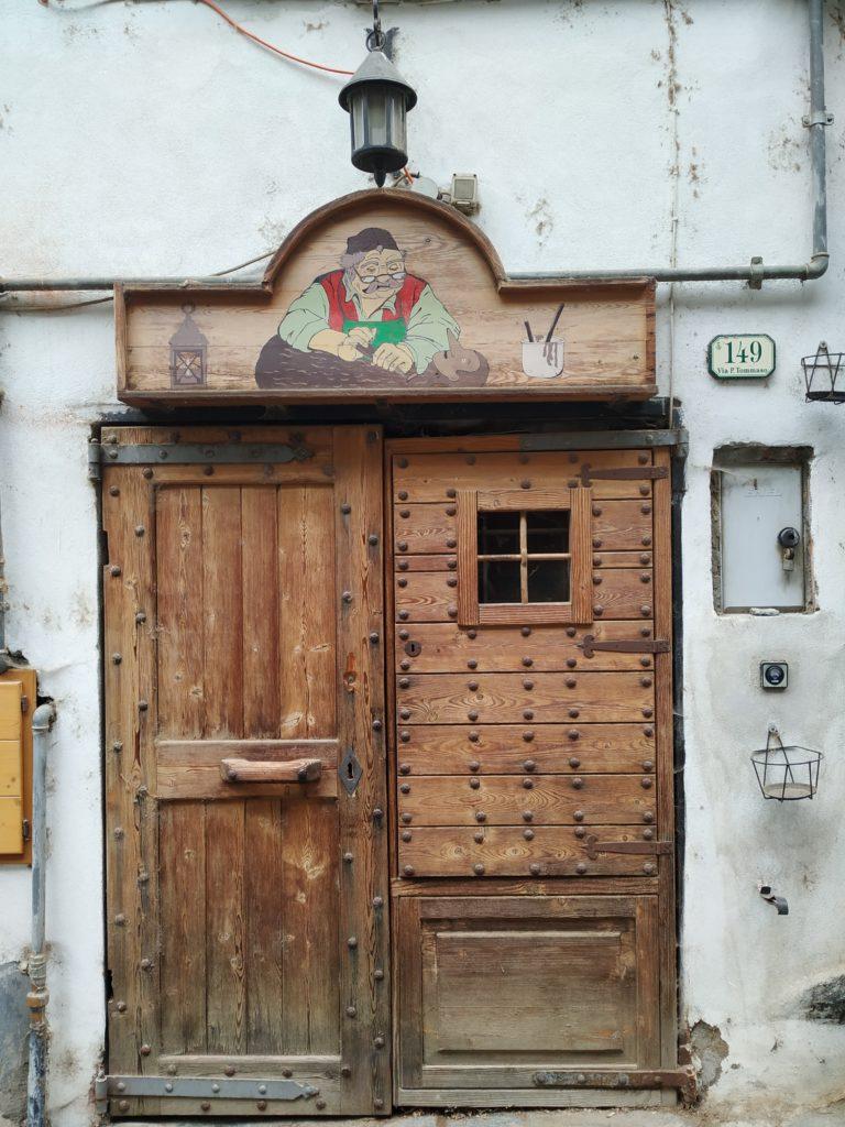 Door in Donnas old district